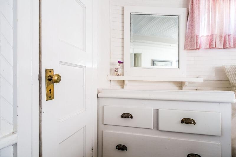 Małe mieszkanie – jak urządzić by wydawało się większe? Niezbędne wyposażenie